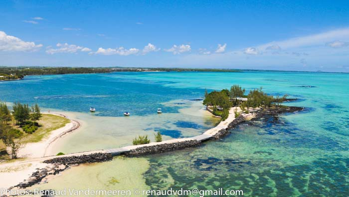 Mauritius Lilot Villa - view from above with the access from main land - © Renaud Vandermeeren and L'ilot
