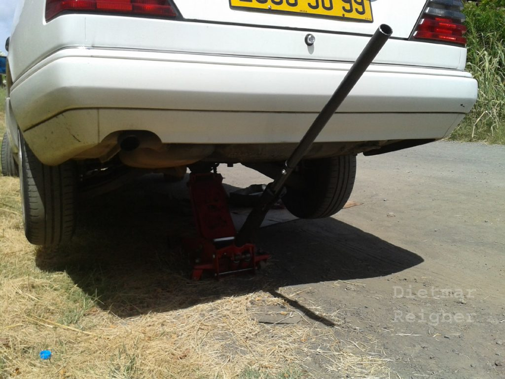 20160118_W1234 MOPF2 Leaking Fuel - Selling my Car in Mauritius