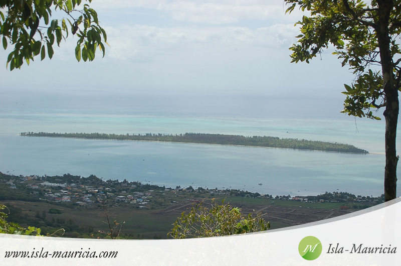 Mauritius - View on Ilot Benitier from Chamarel Viewpoint