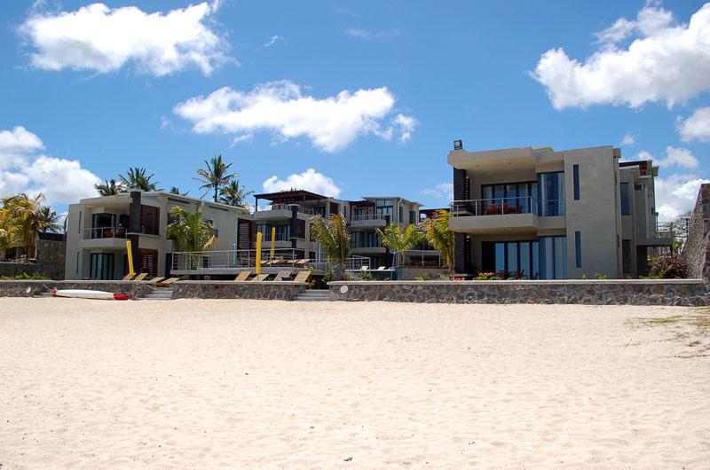 Trou aux Biches Beach Apartments Pool crystal clear Lagoon MI CASA
